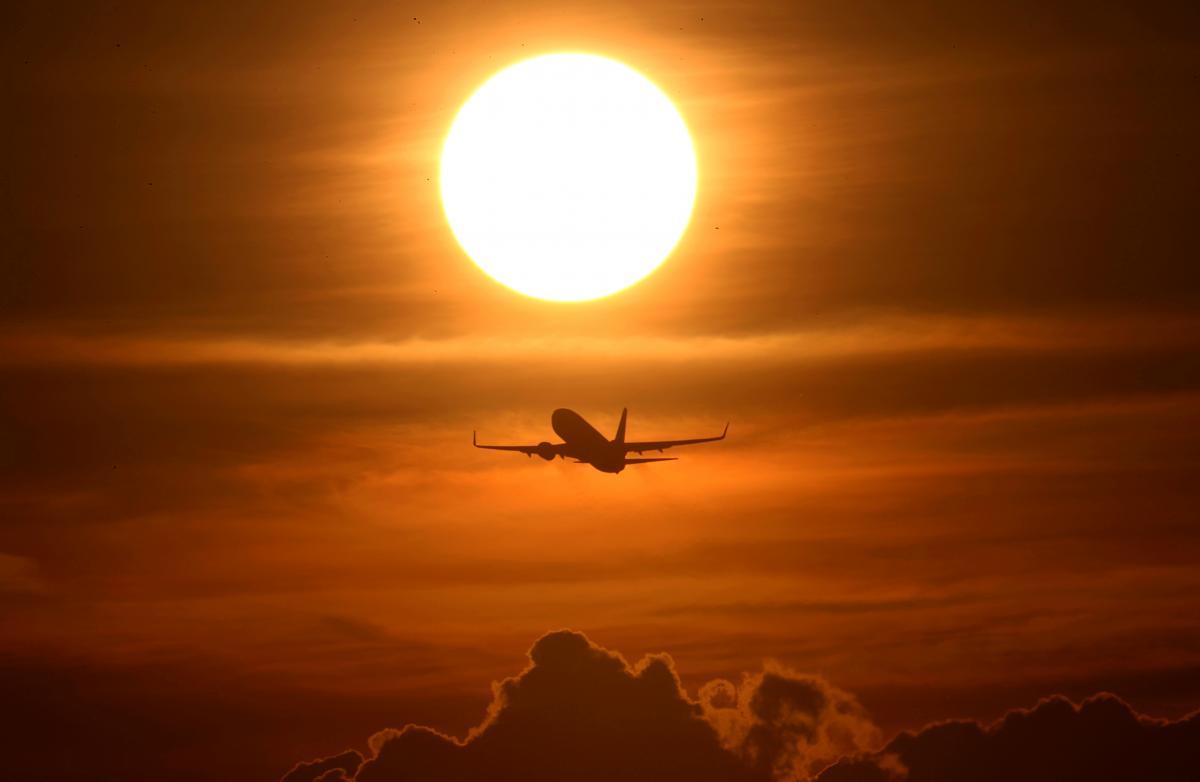 Літаки, за даними ЗМІ, перегнали в період з 10 по 21 лютого / ілюстрація REUTERS