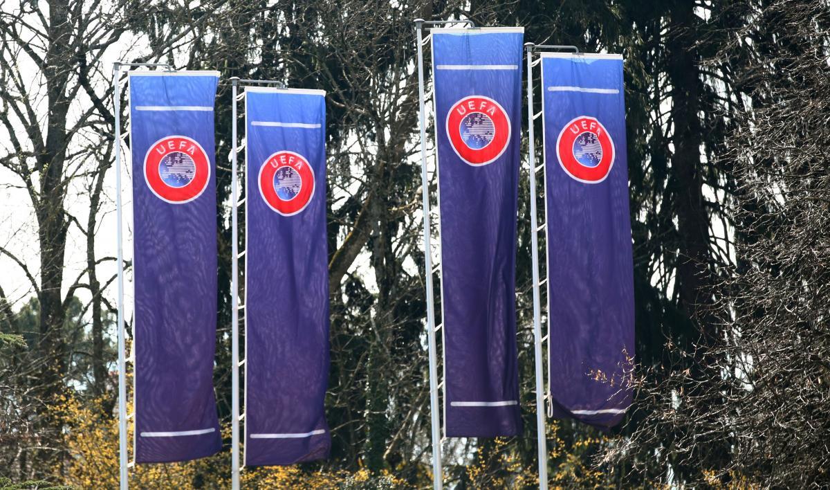 Прапори біля штаб-квартири УЄФА / REUTERS