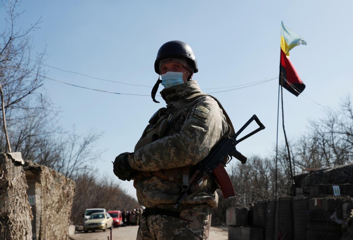 На обстріли окупантів українці відкривали вогонь у відповідь/ ілюстрація REUTERS