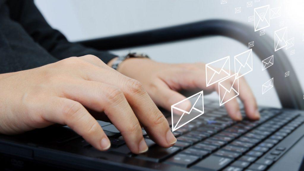 Работодателей призывают подавать документы в электронном виде / фото: movemens.nl