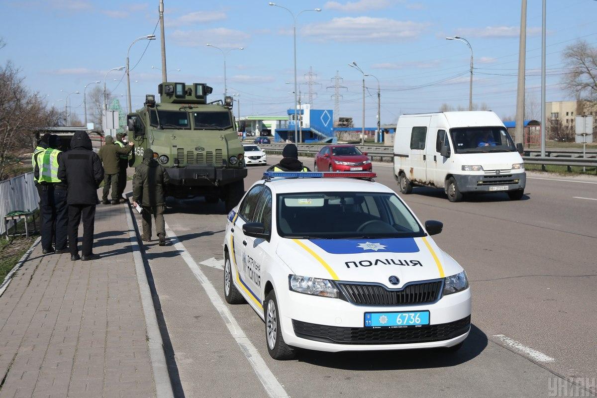 На блокпостах дежурят нацгвардейцыи полицейские / фото УНИАН