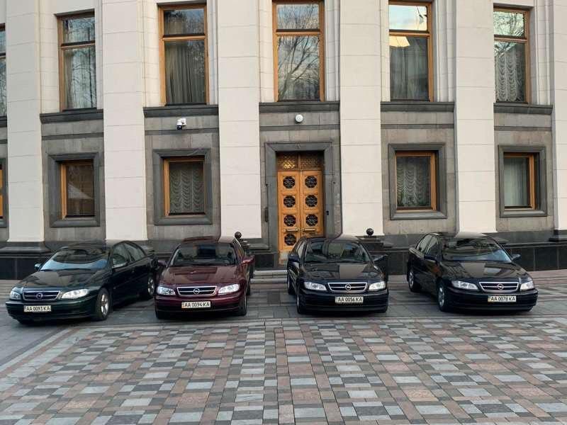 Автомобили предоставляются медикам во временное пользование / Фото: rada.gov.ua