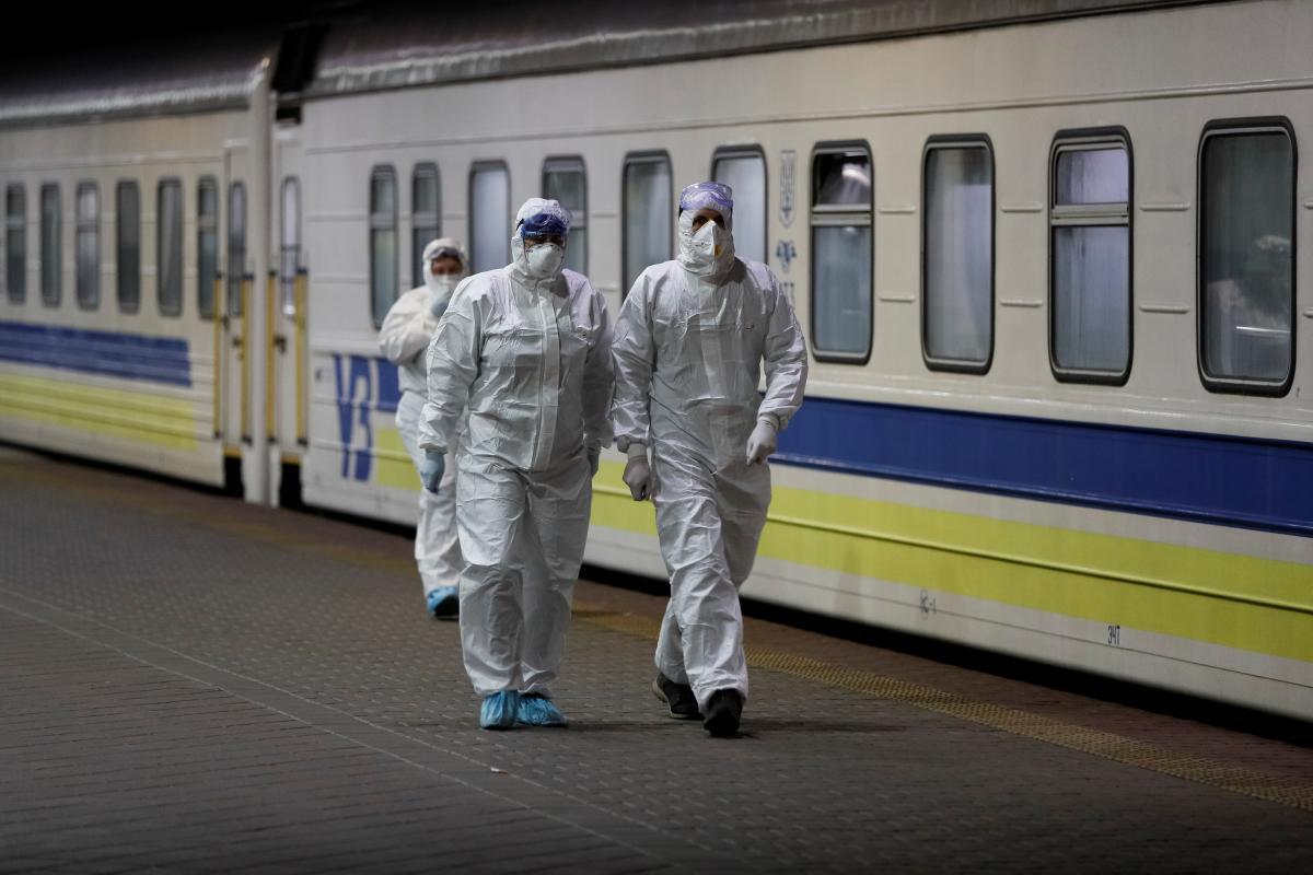 Украинцев вывезут из России поездом / Иллюстрация REUTERS