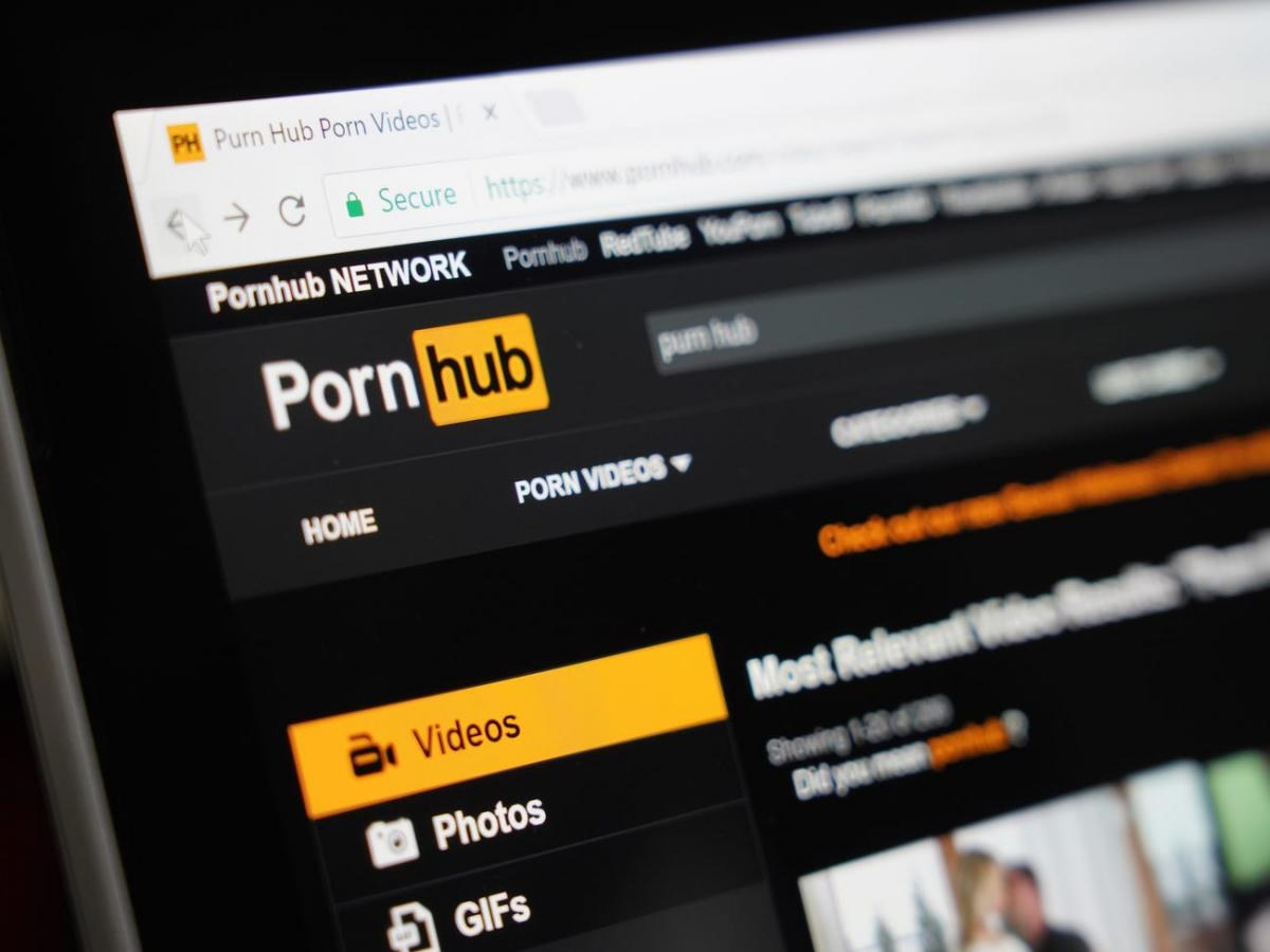 У PornHub працює близько 80 модераторів / Pornhub / Shutterstock