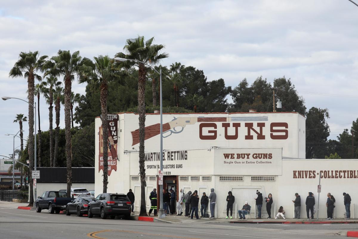 В США оружие можно будет купить даже во время эпидемии / Иллюстрация REUTERS