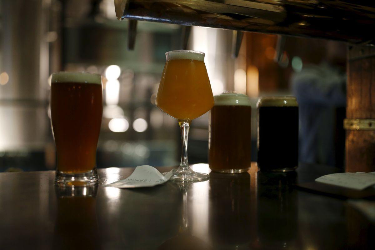 Участникам дегустации привезут домой 4 бутылки разных сортов пива / фото REUTERS