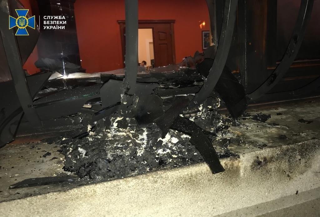 Поджог произошел в ночьна 27 февраля 2018 г. / фото: СБУ