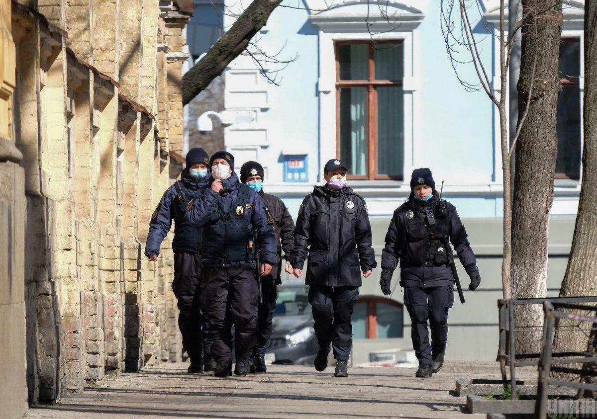 Полиция будет проверять соблюдение самоизоляции украинцами, которые вернулись из-за границы / фото УНИАН