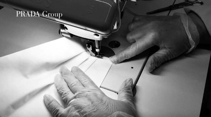 Итальянский модный бренд Prada будет шить одежду для врачей / pradagroup.com