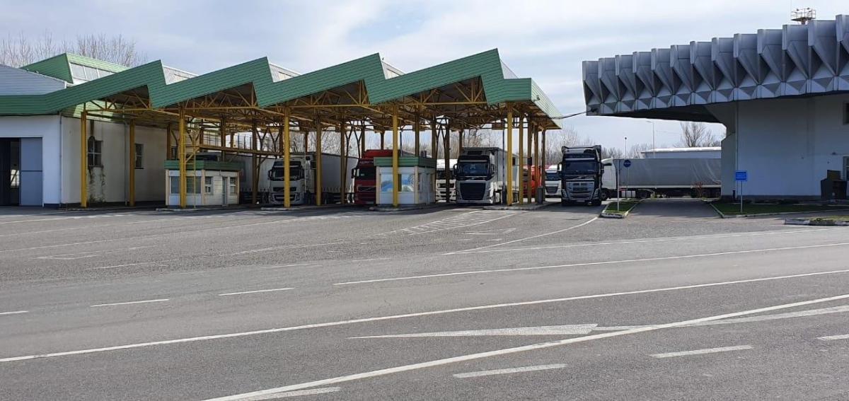 Водители грузовиков продолжили движение / фото: УНИАН