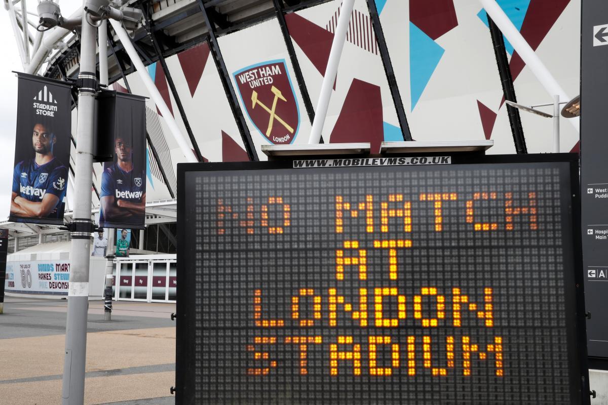 Табло у стадиона Вест Хэма в Лондоне / REUTERS