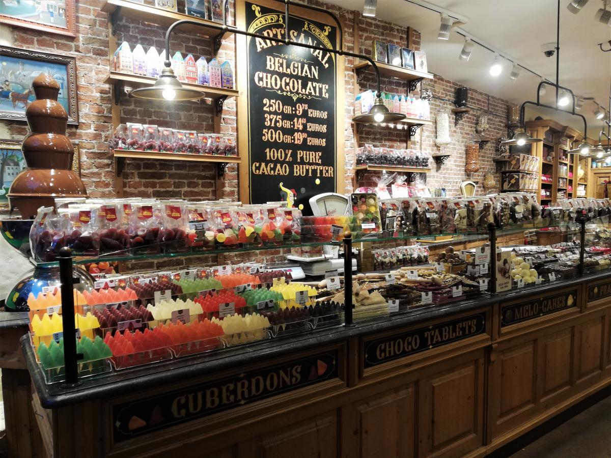 Типичный магазин шоколада в Брюгге / Фото Марина Григоренко