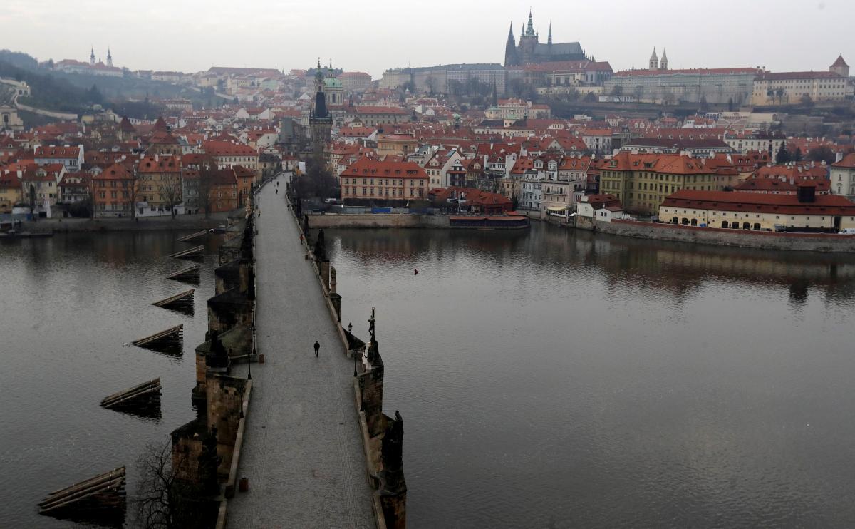 Чехия поделила страны на темно-красную, красную, оранжевую и зеленую зоны / REUTERS