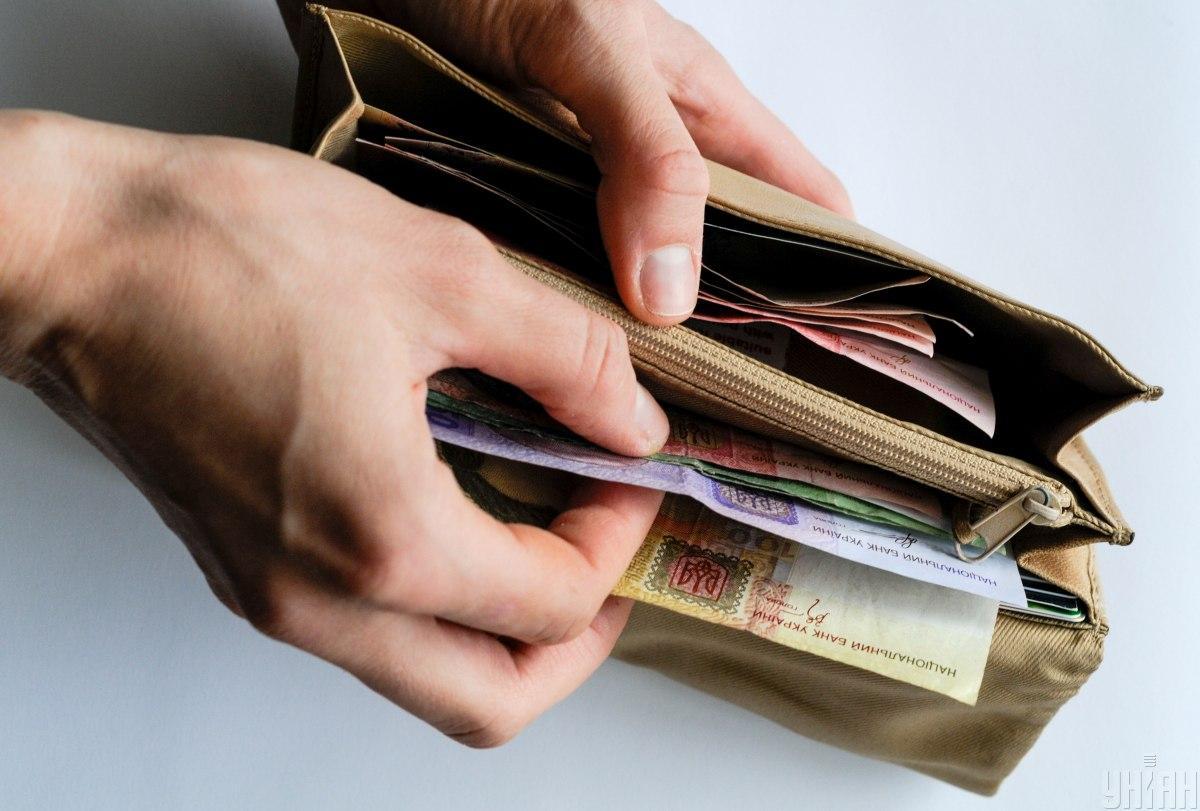 По отношению к доллару гривня осталась на вчерашнем показателе / фото УНИАН