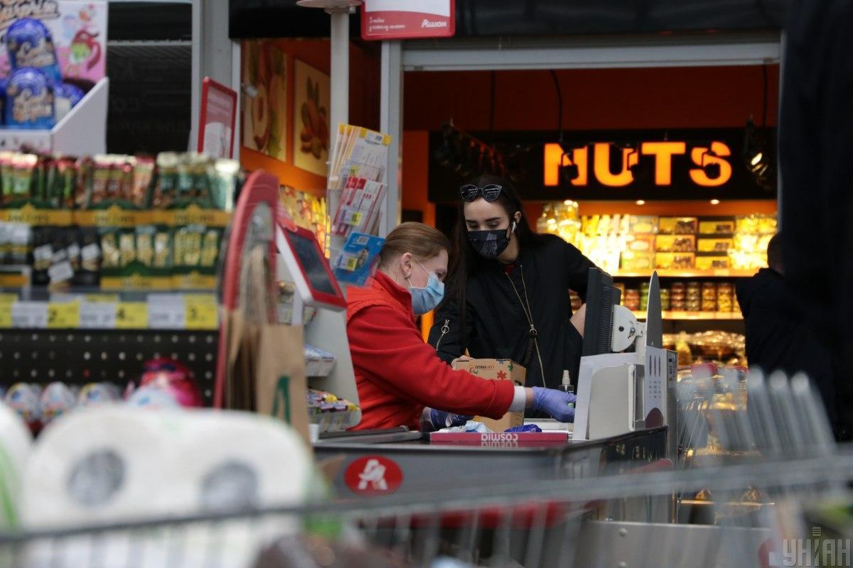 Комаровский дал совет украинцам, как не заразиться в супермаркете / фото УНИАН