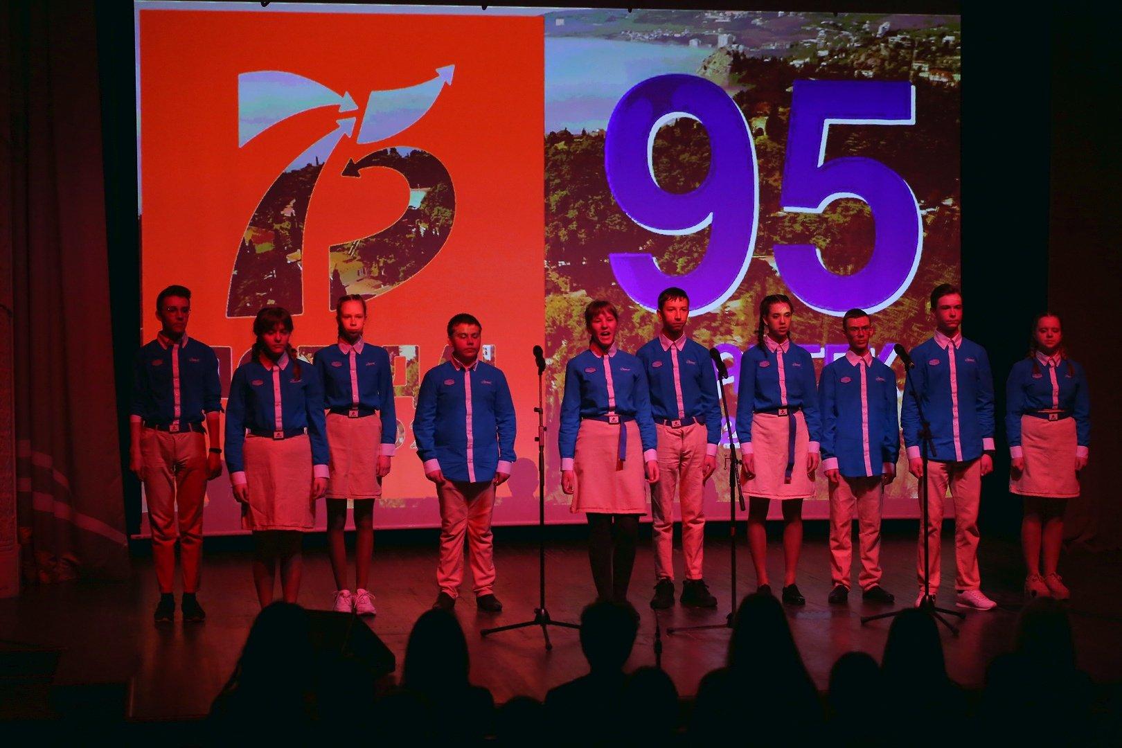 "В ""Артеку"" немає карантину - там влаштували концерт / Twitter, RoksolanaToday&Крым25%"