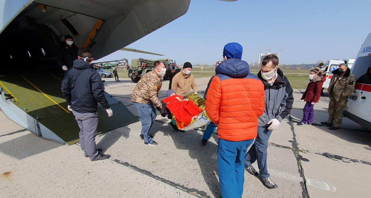 Fourteen soldiers medevaced byAn-26 to Odesa / Photo from Andriy Tantsiura's Facebook
