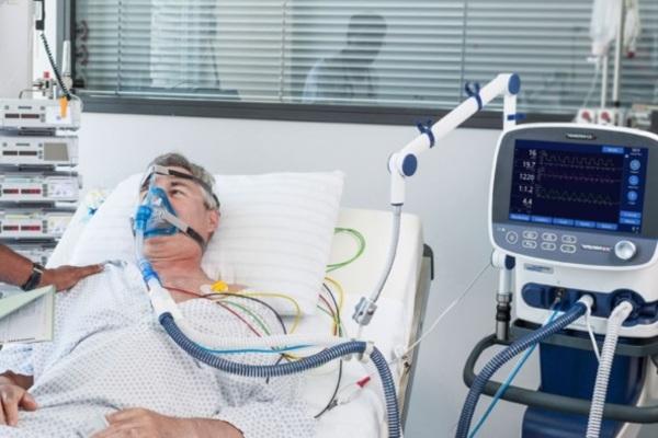 Больницам покупают аппараты ИВЛ/ фото LIGA.net
