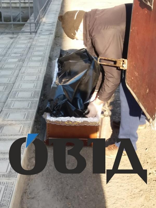 Гроб с телом мужчинытащили по асфальту / Фото: ОВІД