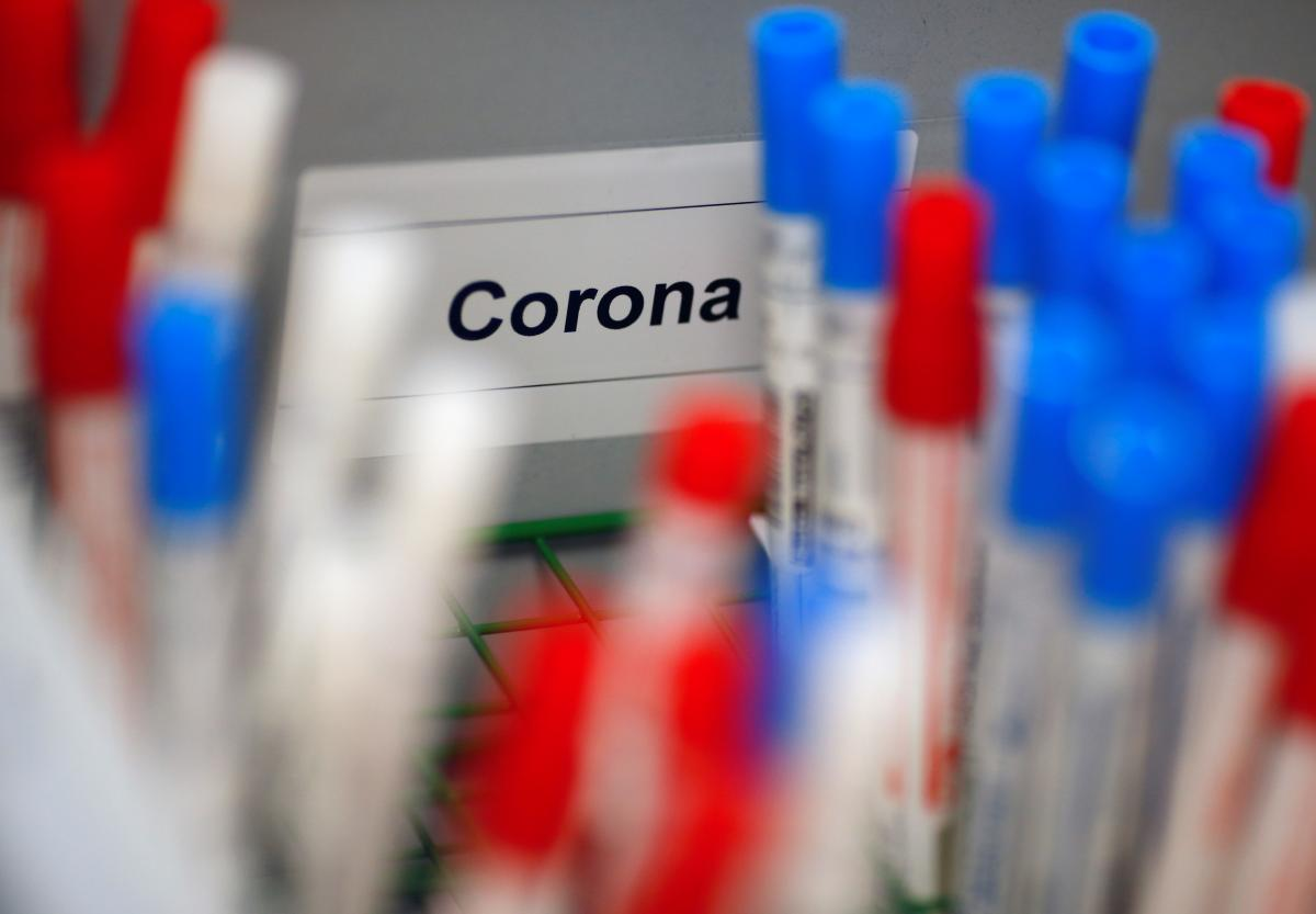 В Украине прогнозируют распространение нового штамма коронавируса / фото REUTERS