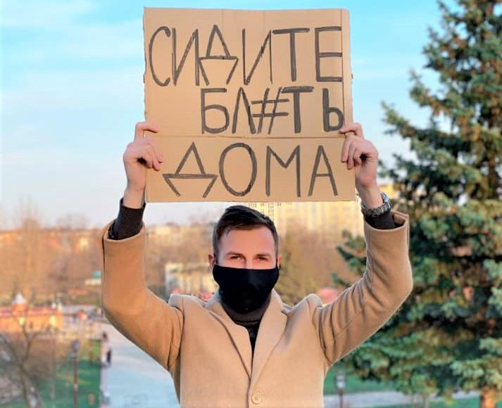 Хирург призвал людей подумать в этот момент о своих самых близких / фото Facebook/Дмитрий Сичненко