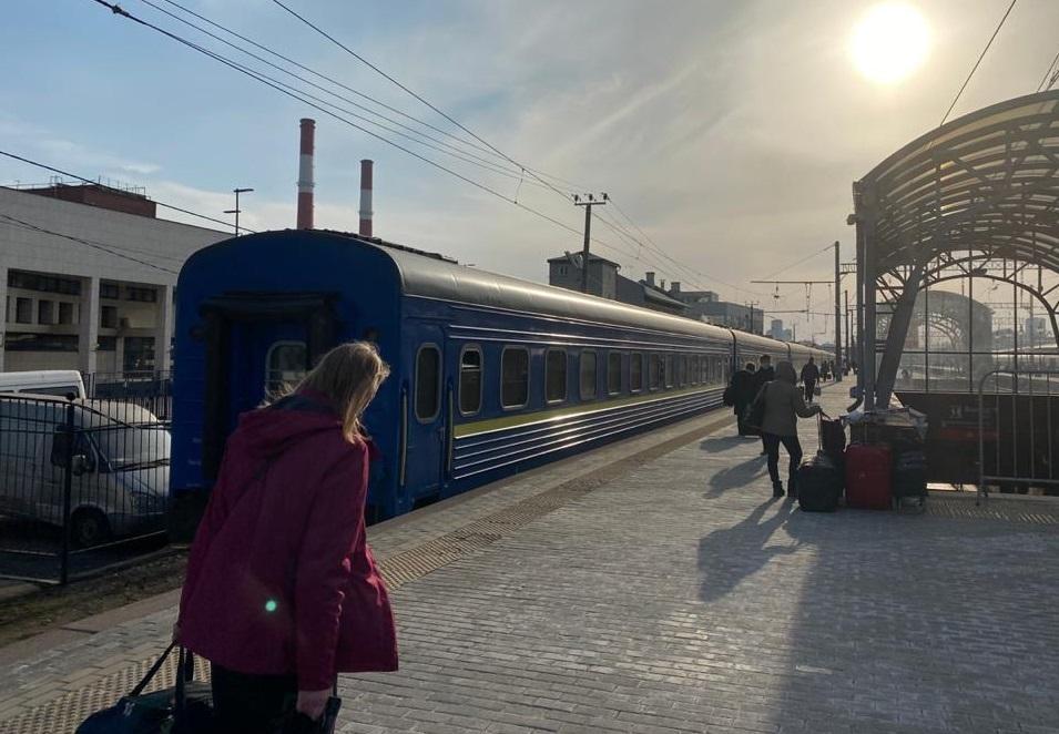 Спецпоїзд з українцями прибув з РФ в Україну / Роман Цимбалюк
