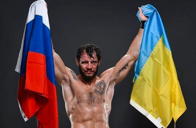 Микита Крилов викладав фото з двома прапорами / instagram.com/nikitakrylovufc