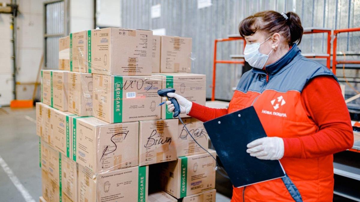 """""""Нова пошта""""зобов'язалася забезпечити державубезкоштовною доставкою вантажів у медичні установи по всій території країни"""