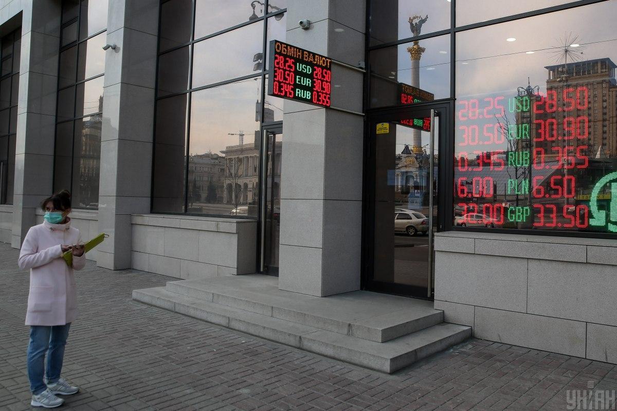 НБУ: ситуація на валютному ринку є стабільною і контрольованою / фото УНІАН
