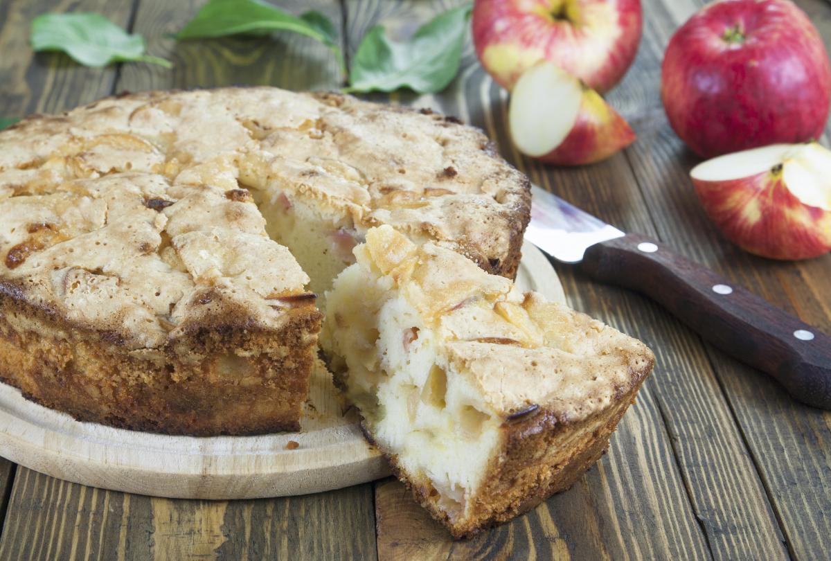 Рецепт пирога з яблуками на кефірі / фотоua.depositphotos.com