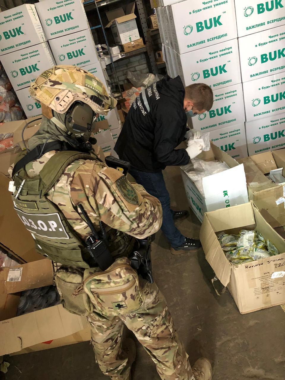 Махинаторы продали иностранцу более 300 тысячмедмасок / фото ГПСУ