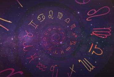 Гороскоп на воскресенье: каким знакам Зодиака сегодня повезет, а кому лучше остерегаться