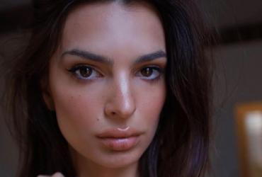 Емілі Ратаковскі здивувала Instagram неймовірно пухкими губами (фото)