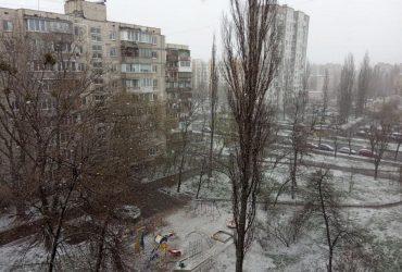 Київ засипало снігом (фото, відео)