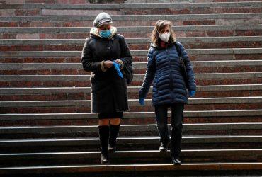 В Минздраве назвали самый опасный способ передачи коронавируса от человека к человеку