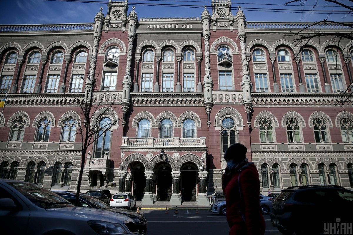 З початку року Нацбанк продав на міжбанку близько 4 мільярдів доларів / фото УНІАН Володимир Гонтар