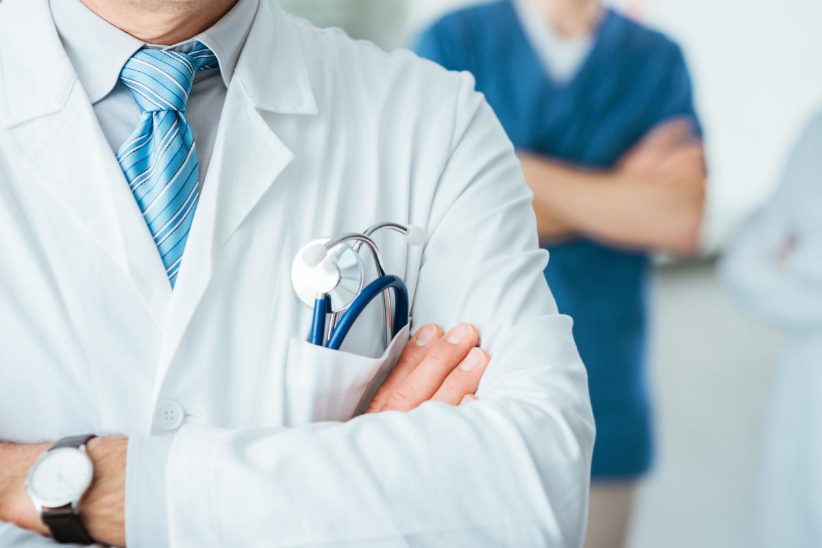 В Киеве сообщено о подозрении двум врачам, которые требовали у пациента взятку за присвоение группы инвалидности / фото ua.depositphotos.com