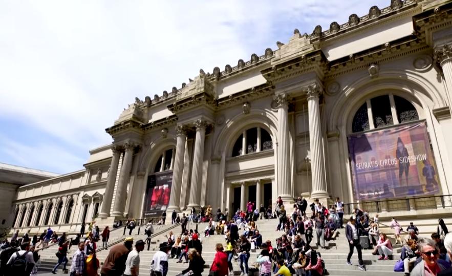 """Музей запропонував людям """"малювати"""" незвичайним способом / скріншот відео"""