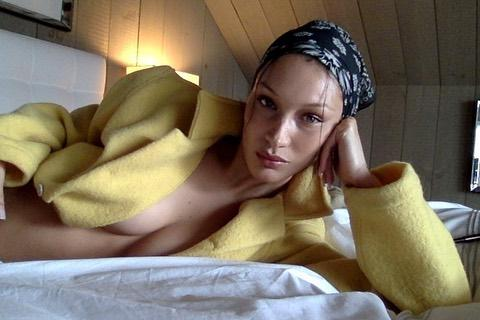 Белла Хадід засвітила груди на фото / фото instagram.com/bellahadid