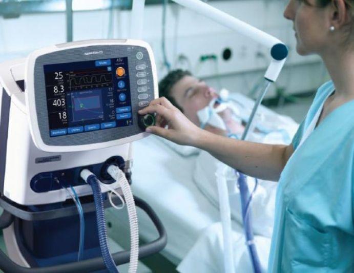 Олег Яковенко говорит, что в его отделении 2/3 пациентов нуждаются в кислороде / фото gre4ka.info