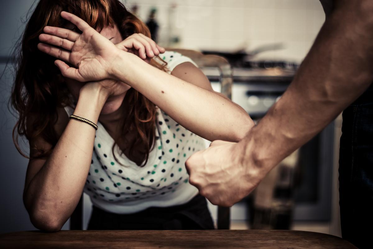Експерти розповіли, як боротися з домашнім насильством під час карантину / фото: ua.depositphotos.com