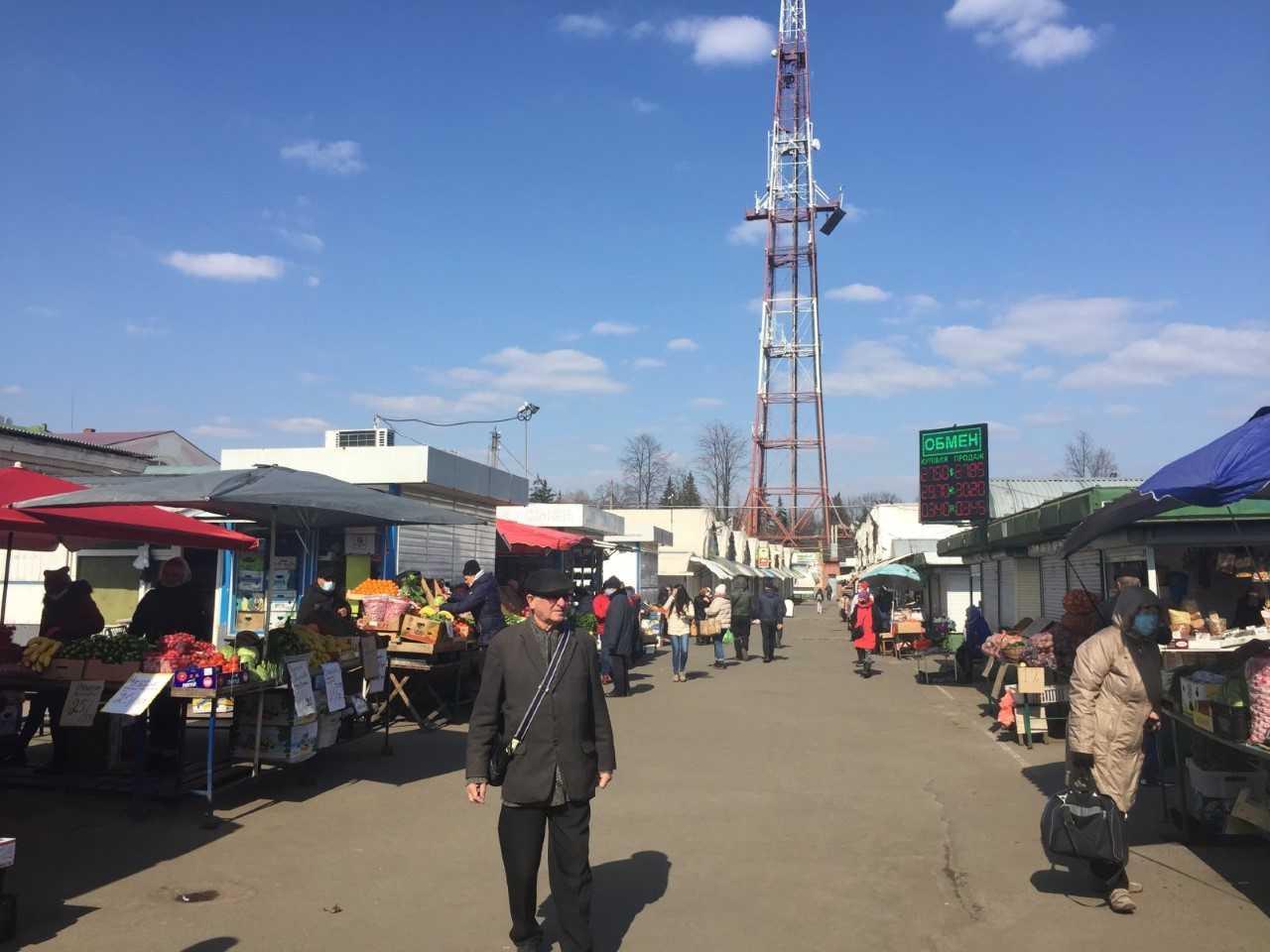 Центральний ринок Чернігова / фото: УНІАН