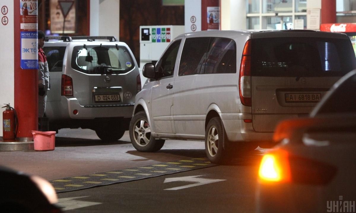 Ведь вслед за ценами на нефть вниз летит и стоимость природного газа / Фото: УНИАН