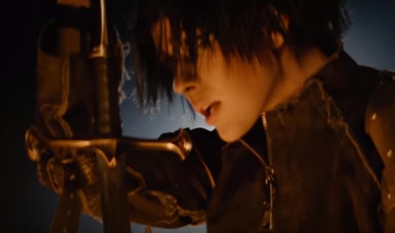 Юлія Саніна в образі воїна з мечем / скріншот