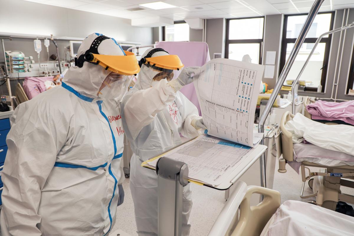 Деякі медики прямо кажуть, що не готові працювати з хворими на коронавірус через відсутність засобів захисту / Ілюстрація REUTERS
