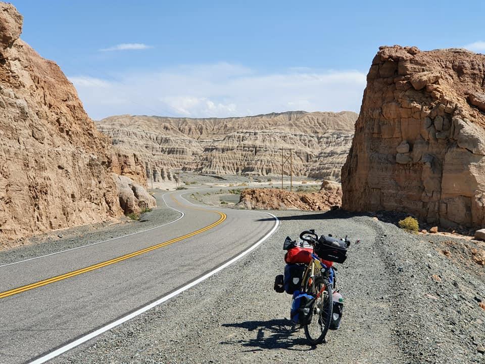 Увы, после двухдневной тяжелой езды, на высоте 2 тысячи метров, мой велосипед вышел из строя / фото Руслана Верина