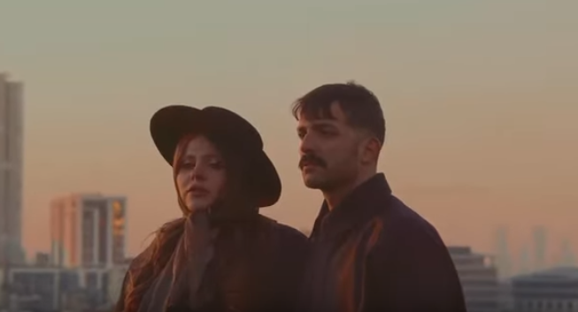 """Популярная украинская группаKAZKA презентовала клип на песню""""Baby I'm Ok"""" / скриншот"""