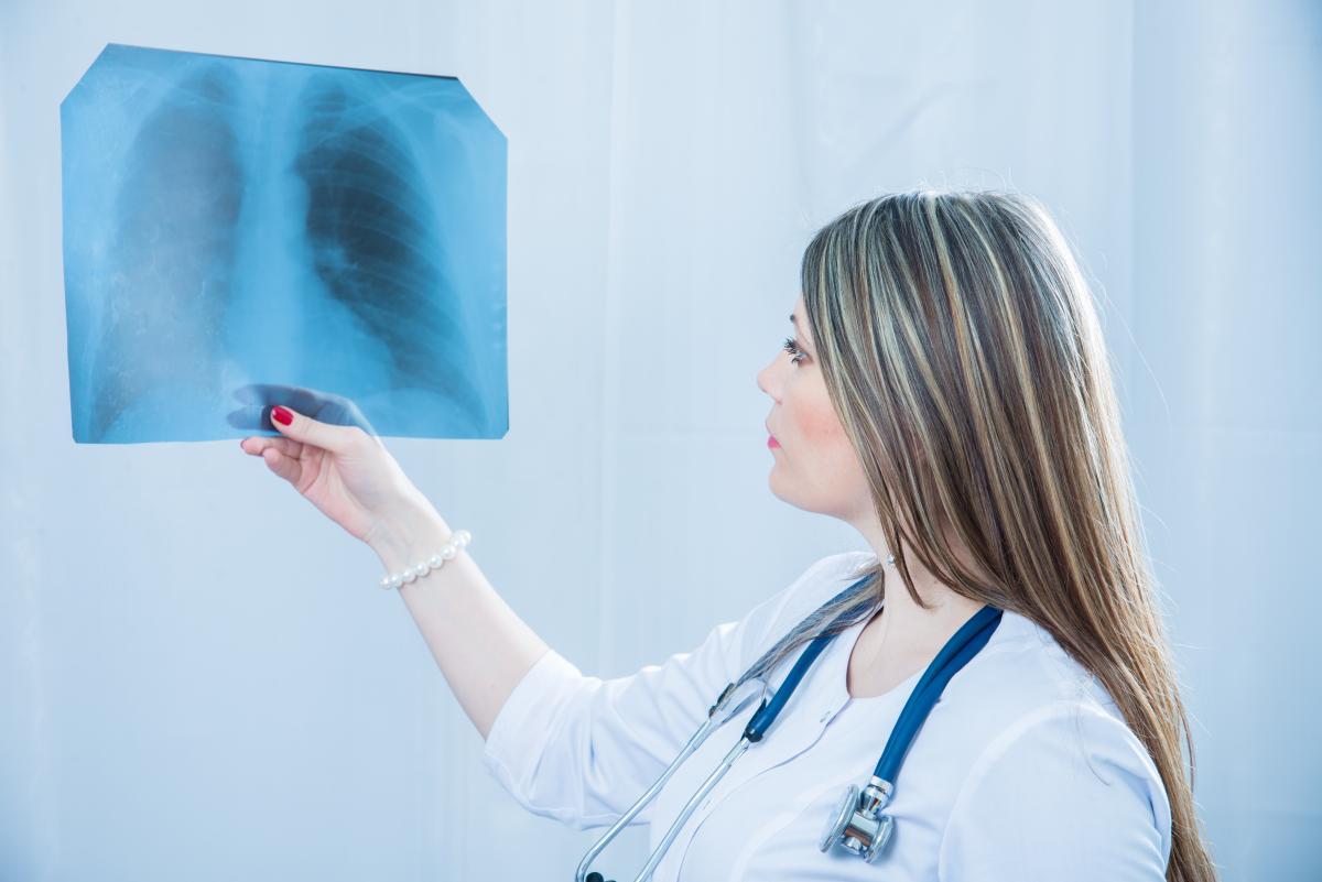 Лікар показала, як COVID-19 знищує легені / фото depositphotos