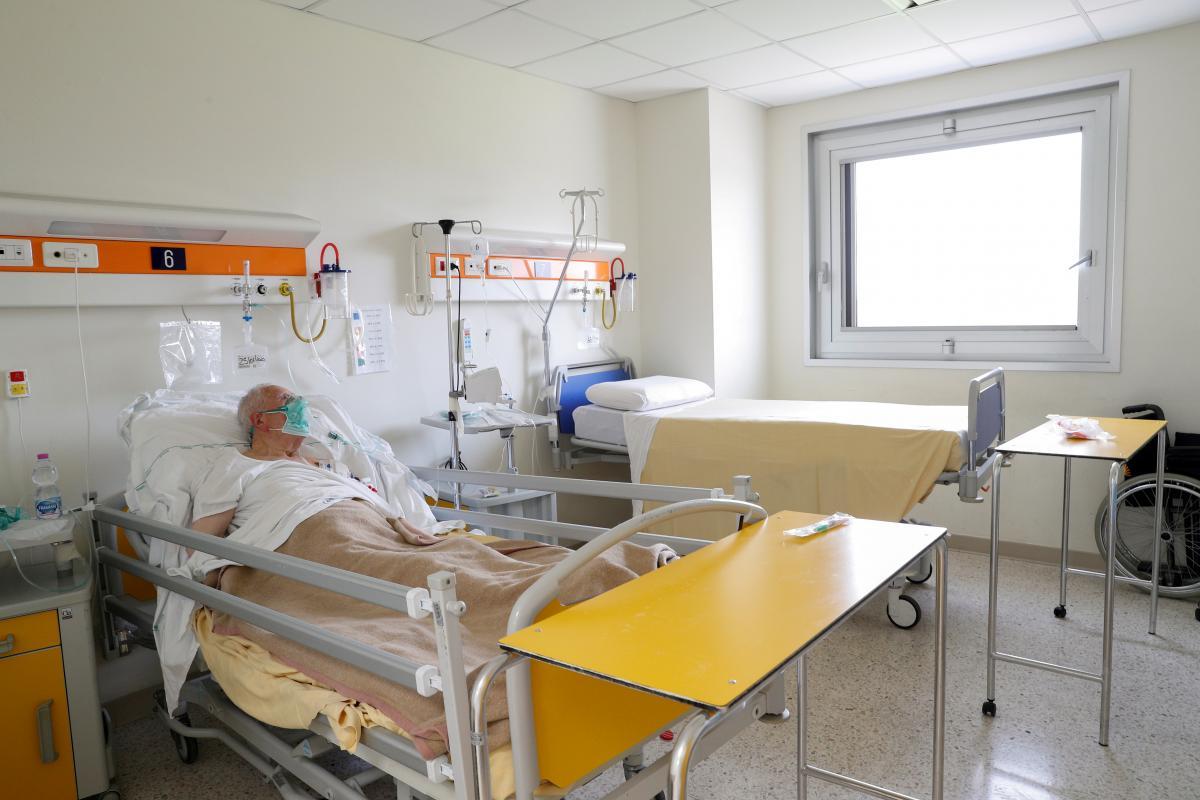 В Україні від коронавірусу померли понад 30 тис. осіб / фото REUTERS