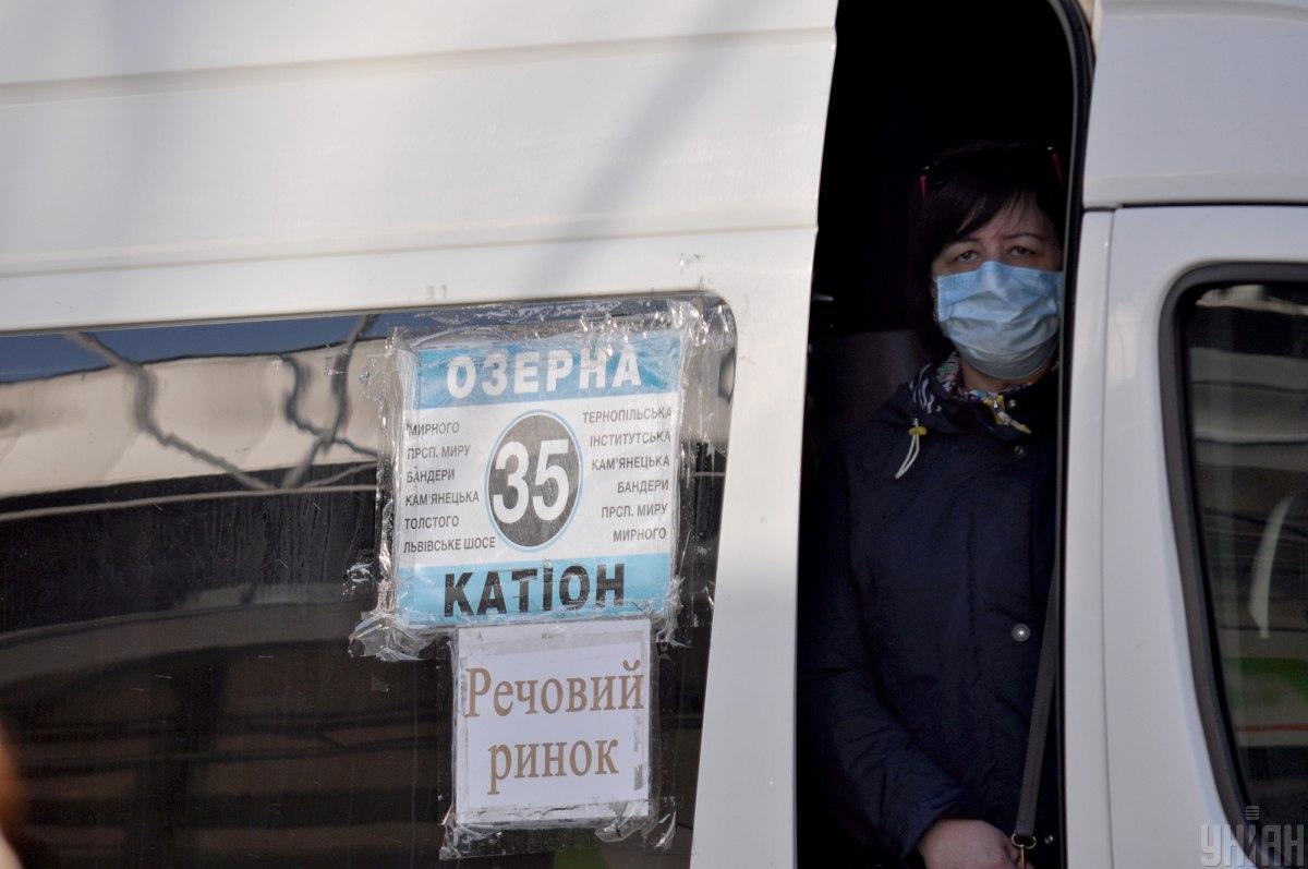 В Хмельницком приостанавливают пассажирские перевозки маршрутками / фото УНИАН